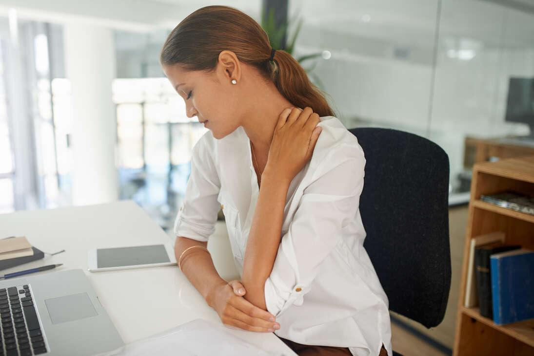 """""""Fagyott"""" váll, sajgó könyök, beszűkült mozgás – Neked is ezt hozta a Home Office?"""